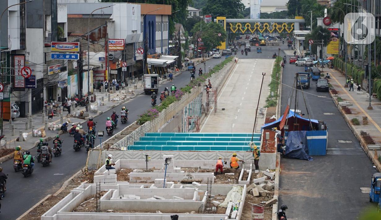 Suasana pembangunan Underpass Senen Extension di Jakarta, Selasa (19/10/2020). Kepala Dinas Bina Marga DKI Jakarta, Hari Nugroho mengatakan progres pembangunan Underpass Senen Extension atau lintas bawah lanjutan Senen kini sudah mencapai 87 persen. (Liputan6.com/Immanuel Antonius)