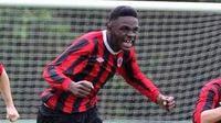 Pemain muda Rep. Irlandia, Izzy Dezu, meninggal ketika tampil membela timnya, Shelbourne FC.