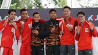 Pasangan dari Indonesia, Adityo Restu Putra dan Andriyan (kiri), hanya mampu meraih medali perak pada cabang renang indah nomor papan 10 meter sinkronisasi putra SEA Games 2017. (dok. Twitter KL2017)