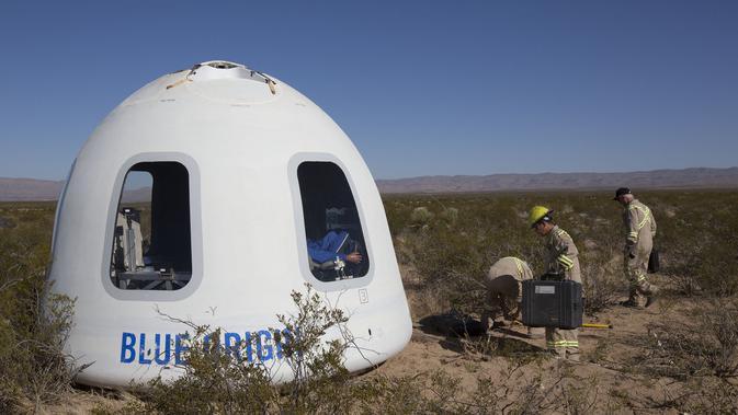 Foto selebaran yang diperoleh dari Blue Origin menunjukkan Crew Capsule 2.0 di tempat yang dirahasiakan. Blue Origin/AFP