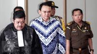 Terdakwa Basuki Tjahaja Purnama atau Ahok menjalani sidang pembacaan putusan kasus dugaan penodaan agama di Kementerin Pertanian (Kementan), Jakarta, Selasa (9/5).  (Liputan6.com/Kurniawan Mas'ud/pool)
