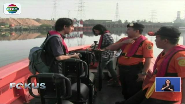 Tim Basarnas cari buaya liar yang berkeliaran di perairan Dermaga Pulau Dayung, Tanjung Priok, Jakarta.