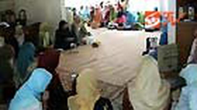 Rasa simpatik atas perilaku mantan Ibu Negara Hasri Ainun Habibie terus mengalir. Kelompok pengajian ibu-ibu di Purwakarta, Jabar, menggelar tahlilan dan doa bersama.