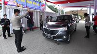 Polda Metro Jaya menggelar tes swab antigen gratis di KM 19 tol Jakarta-Cikampek. (Istimewa)