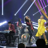 Krisdayanti dan Slank di konser Slank In Love. (Foto: Adrian Putra/Bintang.com)