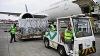 Vaksin tahap ke-22 ini tiba dengan pesawat Garuda GA 891 dan akan diberangkatkan ke fasilitas penyimpanan Kimia Farma di Jawa Barat. (Foto: Istimewa)