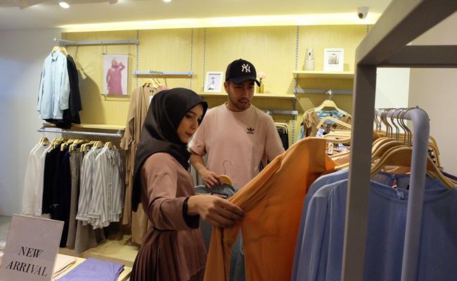 Vidi Aldiano yang datang ke Suqma untuk membelikan ibunya/ copyright Jenahara