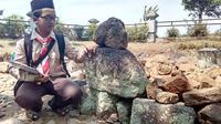Ahmad Rofiudin di reruntuhan Candi Karang Besuki, Kota Malang, Jawa Timur (Liputan6.com/Zainul Arifin)