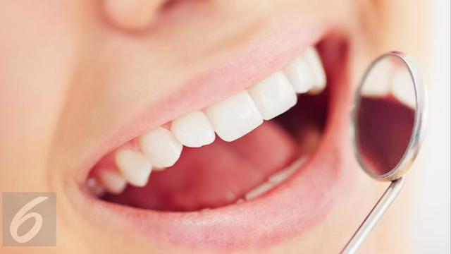 Ingin gigi terlihat putih dengan perawatan alami  Simak tips praktis  berikut ini 565cfcf823
