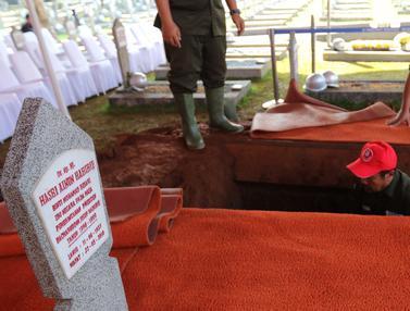 Sebelah Ainun, Ini Makam BJ Habibie di TMP Kalibata
