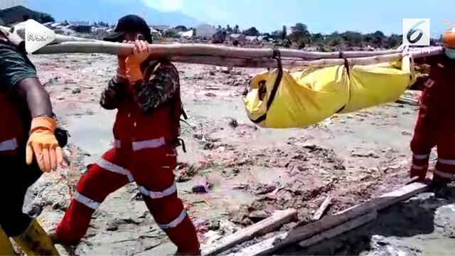 PMI menemukan 21 korban Gempa Palu dan Donggala terendam lumpur dan reruntuhan bangunan. 17 korban ditemukan di kawasan Perumnas Petobo
