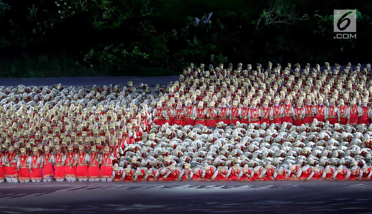 Penari Menampilkan Tari Ratoeh Jaroe Dari Aceh Pada Pembukaan Asian Games