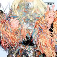 Penyanyi yang kerap tampil unik dan nyentrik, Lady Gaga memang selalu menarik perhatian publik. Pelantun 'Bad Romance' ini memperoleh pendapatan sebesar 788 Milyar dalam kurun waktu setahun. (AFP/Bintang.com)