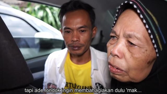Ade Londok 'Odading' Beli Mobil Baru, Ini 6 Momen Haru Sang Ibu Menangis
