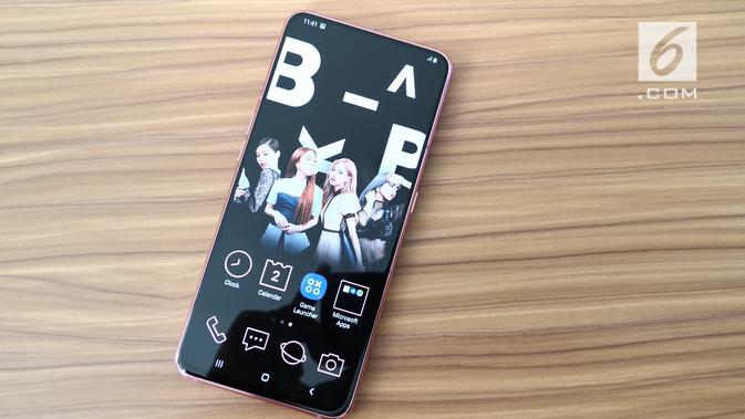 Tampak depan Galaxy A80 BlackPink. (Liputan6.com/ Agustinus Mario Damar)