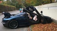 Hypercar seharga Rp 15 miliar, McLaren Senna, mengalami kecelakaan hanya beberapa jam usai dikirim dari dealer ke konsumen. (@joshsnowhorn)