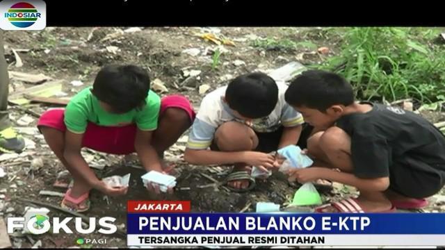 Saat ini, polisi sedang mendalami keterangan dari Kasatpel Dukcapil kelurahan Pondok Kelapa, Jakarta Timur,