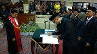 Suasana pelantikan anggota DPRD Kota Cirebon periode 2019-2024 berlangsung lancar. Foto (Liputan6.com / Panji Prayitno)