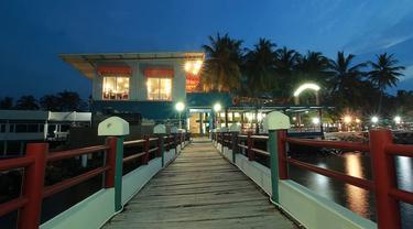 Memasuki era kenormalan baru, lokasi wisata dan hotel di wilayah Anyer, Kabupaten Serang, Banten, mulai bergeliat. (Yandhi Deslatama/Liputan6.com)
