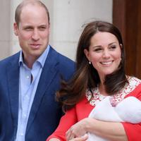 Kelahiran anak ketiga Kate Middleton - Pangeran William. (People)