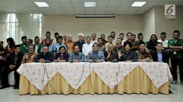 Sejumlah tokoh lintas agama menyatakan sikap atas aksi penembakan masjid di Selandia Baru di Jakarta, Rabu (20/3). Para tokoh menyatakan kesedihan mendalam kepada para korban penembakan. (Liputan6.com/Iqbal Nugroho)