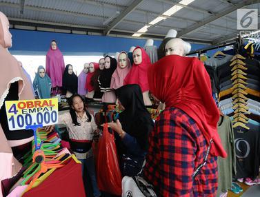 Berburu Pakaian Muslim di Skybridge Tanah Abang