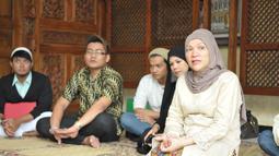 Dorce Gamalama menggelar doa bersama untuk kesembuhan Olga Syahputra dengan puluhan anak pesantrennya di kawasan Lubang Buaya, Jakarta Timur, Senin, (30/6/14) (Liputan6.com/Panji Diksana)
