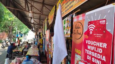 Cerita PKL Cirebon Kibarkan Bendera Putih