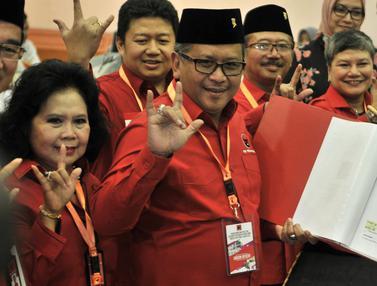 Salam Metal Hasto Kristiyanto Saat Daftarkan Bakal Caleg PDIP ke KPU