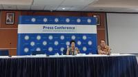 Ketua MWA ITB, Yani Panigoro bersama Sekretaris Eksekutif MWA ITB Benhard Benhard Sitohang menggelar konferensi pers di Gedung Rektorat ITB, Selasa (6/8/2019). (Liputan6.com/Huyogo Simbolon)