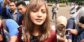 Rumah tangga Kirana Larasati dan Tama Gandjar resmi berakhir setelah Majelis Hakim Pengadilan Agama Jakarta Selatan memutuskan cerai secara Verstek, pada Kamis (13/7/2017). (Nurwahyunan/Bintang.com)