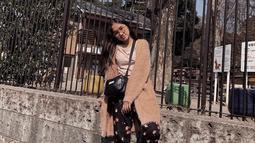 Nabila kerap mengenakan outfit yang simple namun tetap modis di setiap foto-foto Instagramnya. (Liputan6.com/IG/@salshabillaadr)