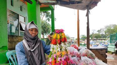 Nenek Penjual Kembang Kuburan di Palembang, Jadi Tulang Punggung Keluarga di Usia Senja