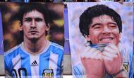 Poster Lionel Messi dan Diego Maradona. (AFP/Martin Bernetti)