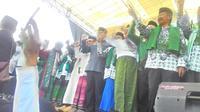 Gubernur Jawa Barat di antara deretan kiai dna ulama Garut saat deklarasi dukungan Jokowi-Maruf Amin kemarin (Liputan6.com/Jayadi Supriadin)