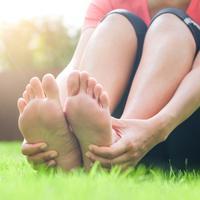 ilustrasi kaki perempuan/copyright By Seasontime (Shutterstock)