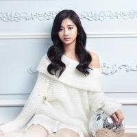 Tampil di teaser Feel Special, Tzuyu TWICE tampil bak seorang dewi. (Kpop Profiles)