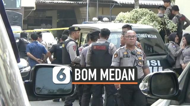 Tim Densus 88 melakukan olah TKP ledakan bom bunuh diri di Mapolrestabes Medan. Bom bunu diri ini menewaskam 1 orang yang merupakan pelaku dan melukai 6 orang.