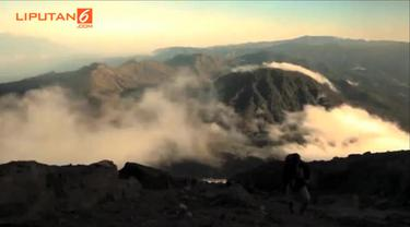 Indonesia dikelilingi dengan pegunungan tinggi yang memiliki pemandangan indah yang memanjakan mata dan patut dibanggakan.