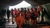 Basarnas yang berada di Pantai Tanjung Pakis bersiap melakukan pencarian pesawat Lion Air JT 610. (Liputan6.com/ Nanda Perdana Putra)
