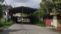 Tenda berukuran besar di RW 21 Perumahan Alianda Kaliabang Tengah, Bekasi Utara, yang digunakan untuk akad nikah. (Istimewa)