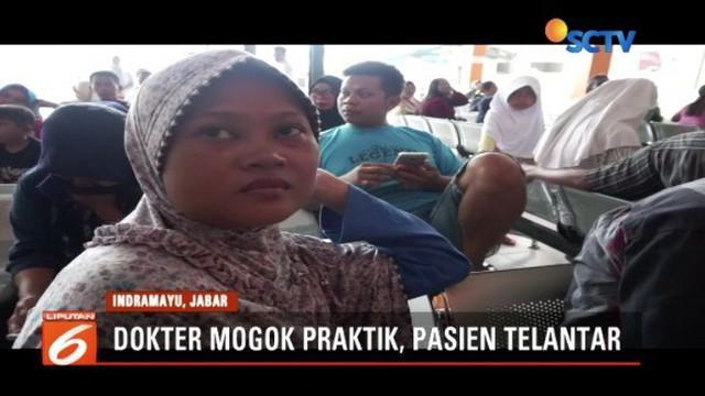 Puluhan dokter dan tenaga medis RSUD Indramayu, Jawa Barat, melakukan aksi mogok kerja. Ratusan pasien yang tengah rawat jalan pun telantar.