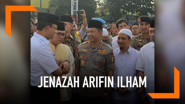 Sejumlah pejabat jemput kedatangan jenazah Arifin Ilham di Bandara Halim Perdanakusuma, Jakarta. Tampak yang hadir Gubernur DKI Jakarta, Kapolri dan Ketua MPR.
