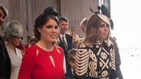 Putri Eugenie dan Putri Beatrice menghadiri pelayanan Thanksgiving di perayaan ulang tahun Ratu Elizabeth II ke-90 di St Paul's Cathedral, London, 10 Juni 2016. (STEFAN ROUSSEAU / POOL / AFP)