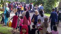 Kunjungan wisatawan ke Kebun Raya Bogor, Jawa Barat selama libur Lebaran Idul Fitri 1435 Hijriah ini melonjak drastis.