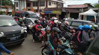 Ribuan pemudik yang menggunakan motor mulai memadati jalur Pantura Cirebon (Liputan6.com/Panji Prayitno)