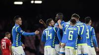 Asa Napoli untuk lolos ke babak 16 besar semakin besar usai mengalahkan Red Star Belgrade pada laga lanjutan Liga Champions Grup C yang berlangsung di stadion San Paulo, kamis (29/11). Napoli menang 3-1 atas Red Star Belgrade. (AFP/Fillipo Monteforte)