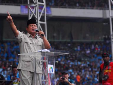 Prabowo Subianto berorasi di depan ribuan buruh saat perayaan hari buruh sedunia di GBK, Jakarta, Kamis (1/5/14). (Liputan6.com/Miftahul Hayat)