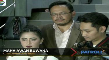 Dewi Perssik laporkan pihak Transjakarta atas tuduhan pencemaran nama baik dan pelanggaran UU ITE.