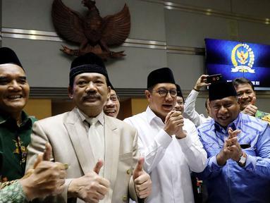 Menteri Agama Lukman Hakim Saifuddin (tiga kanan) usai rapat dengan Komisi VIII DPR di Jakarta, Senin (12/3). Rapat membahas pengesahan Biaya Penyelenggaraan Ibadah Haji (BPIH) 2018. (Liputan6.com/JohanTallo)